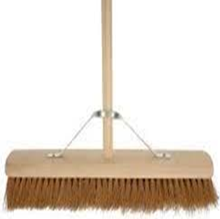 "Platform Brush 18"" W/Metal Stay"